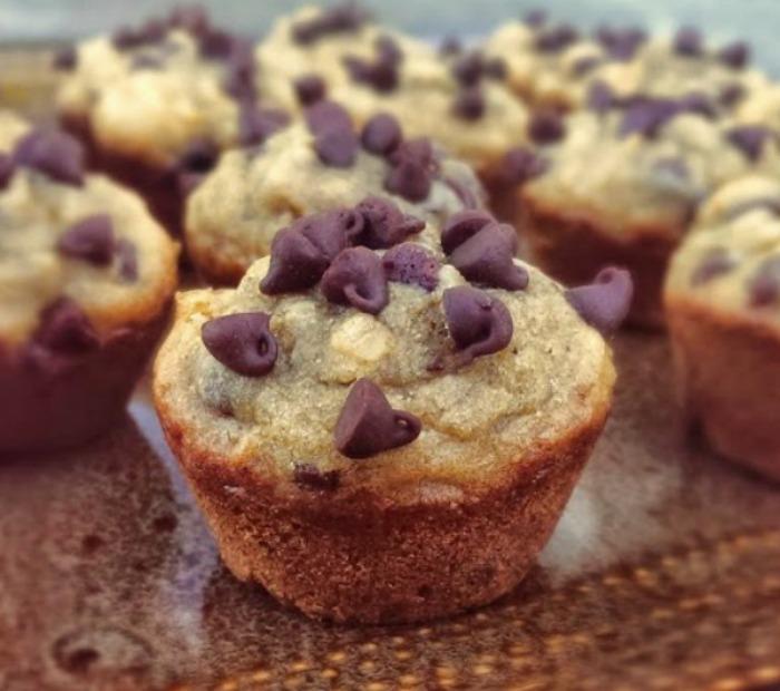 Skinny Peanut Butter Banana and Chocolate Chip Muffins {GF}