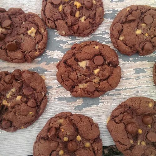 5 Ingredient Divine Chocolate Fudge Toffee Cookies!