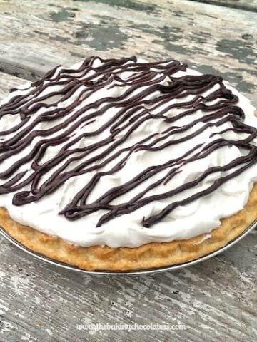 Whipped Chocolate Cream Pie! {Bringin' Sexy Back!}