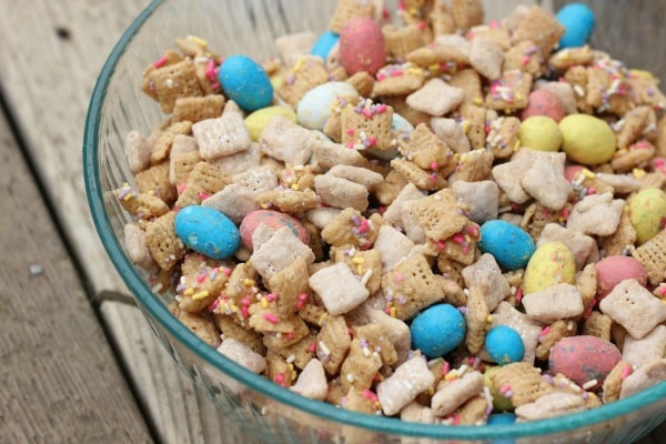 WHOPPERS-ROBIN-EGGS-Easter-Muddy-Buddies (1)
