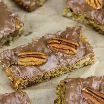Caramel Pecan Chocolate Chip Oat Cookie Bars