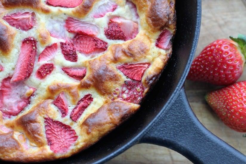 Fresh Strawberry Yogurt Cake