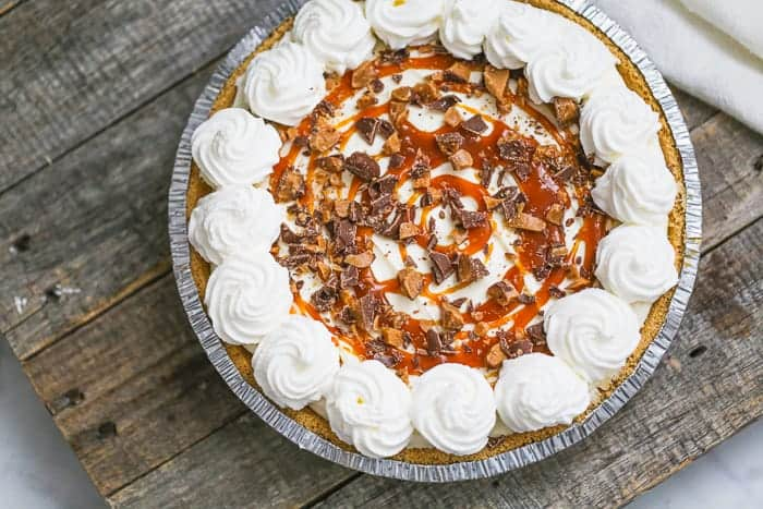 Easy Caramel Heath Cheesecake Pie