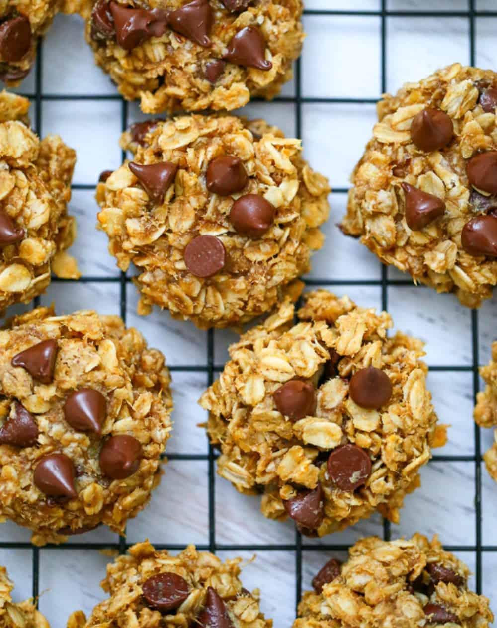 Flourless Peanut Butter Banana Oat Chocolate Chip Cookies - 5 Ingredients